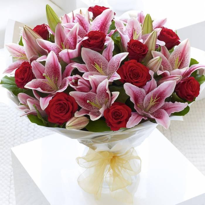 букет на 1 сентября с розовыми лилиями