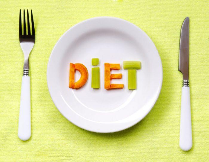 слово diet на тарелке