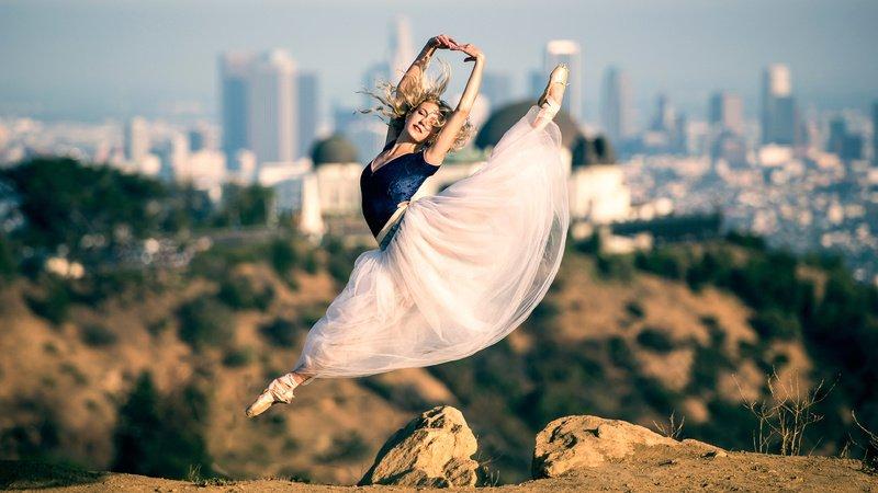 Магия юбки: почему её нельзя надевать через ноги и другие приметы о женской одежде