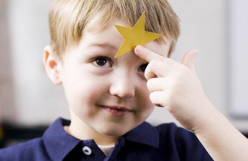 Нельзя хвалить чужого ребёнка: суеверие или хороший совет психологов?