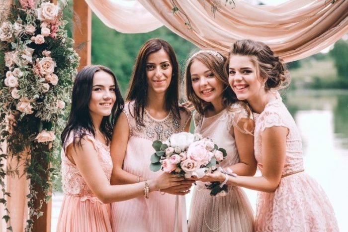 Подружки на свадьбе