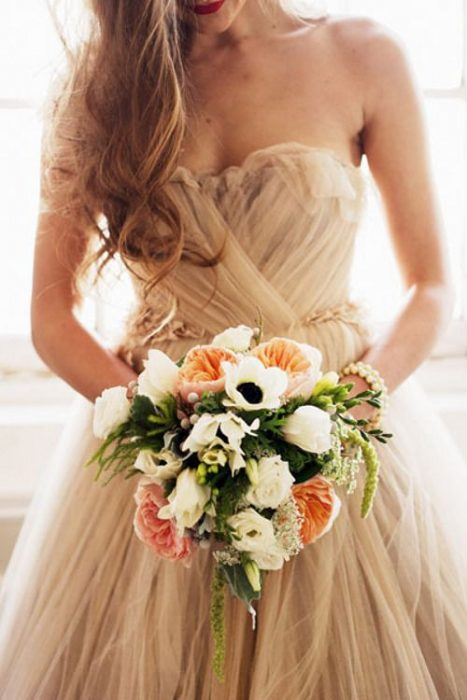 Букет невесты к бежевому платью