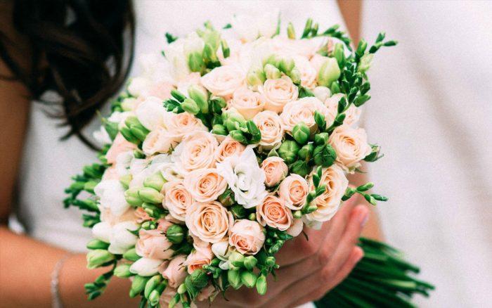 Букет из мелких роз