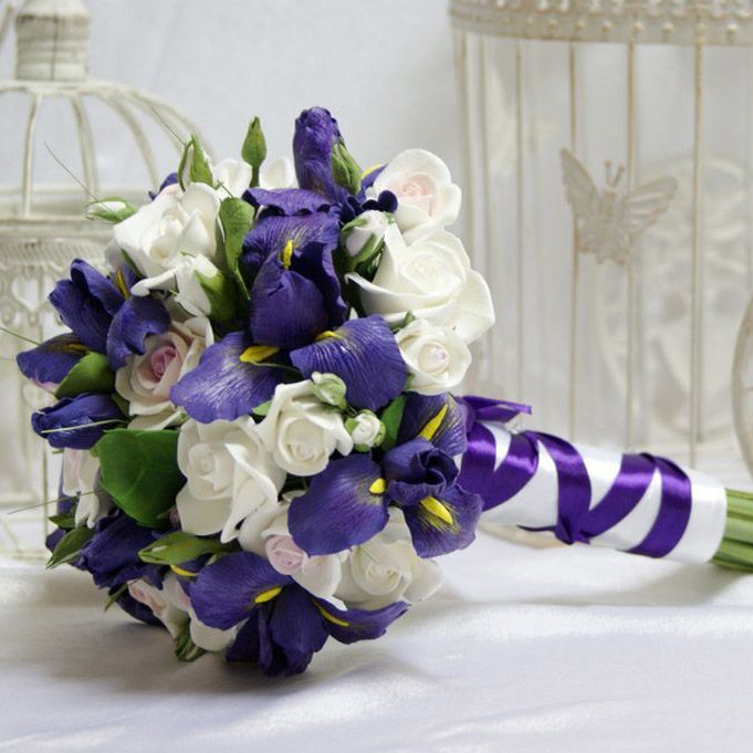 Свадьбы, свадебный букет голубые ирисов и роз
