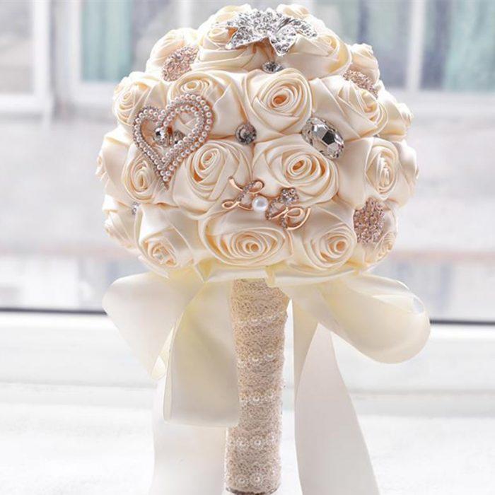 Свадебный букет (цветы из лент)