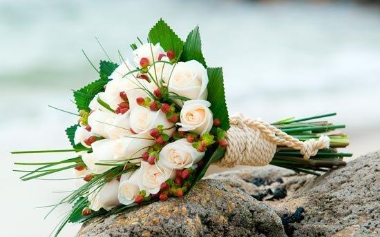 Свадебный букет, обёрнутый жгутом