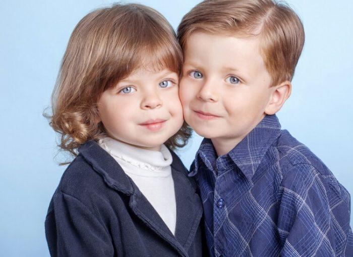 Девочка и мальчик — двойняшки