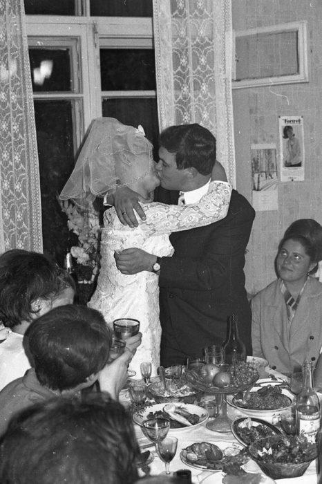 празднование свадьбы дома старое фото