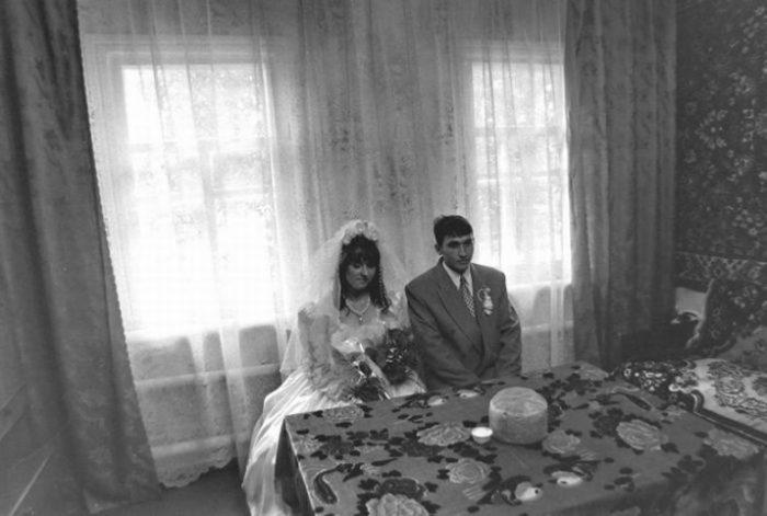 невеста и жених за столом