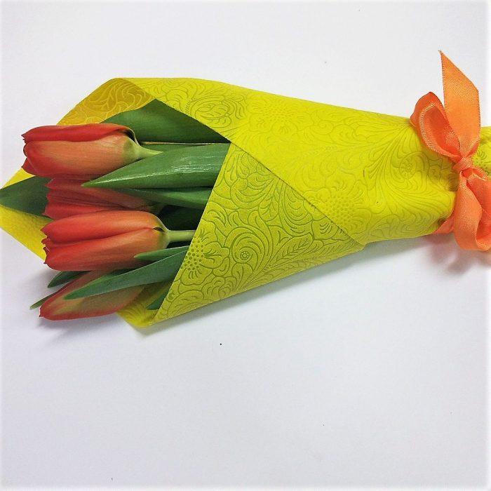 Букет из пяти тюльпанов