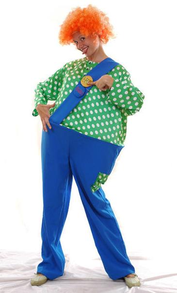 Женщина в костюме Карлсона