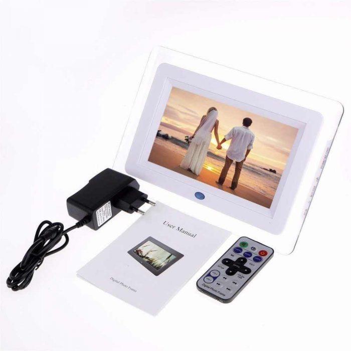 цифровая фоторамка со свадебным фото