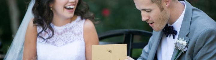 жених и невеста с подарками