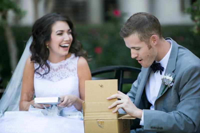 Что подарить молодожёнам на свадьбу вместо букета цветов