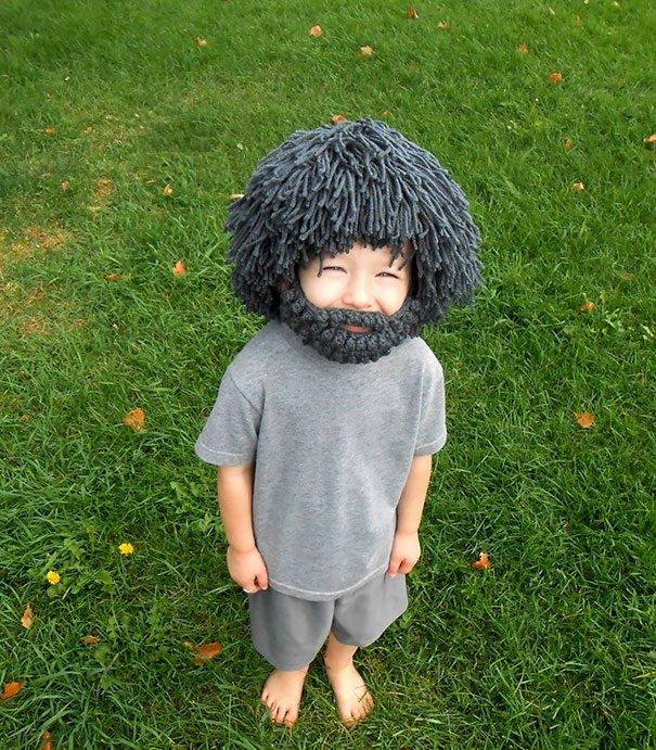 шапочка горца с бородой на малыше