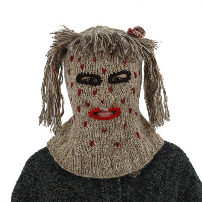шапка в стиле куклы вуду