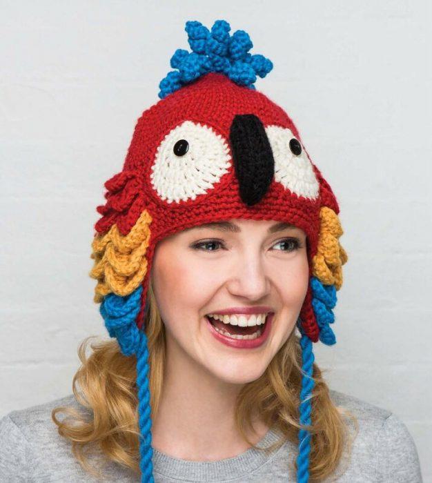 шапка в виде попугая
