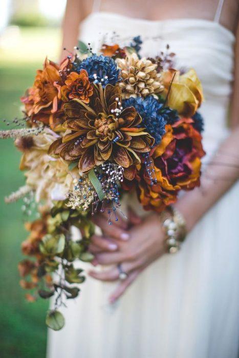 сине-рыжий осенний букет на свадьбу