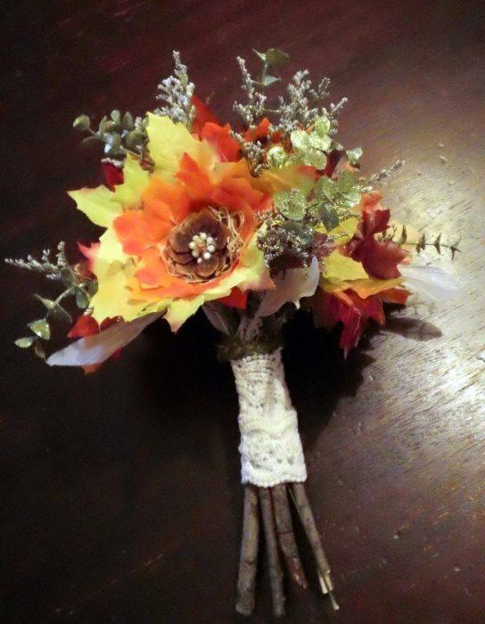 осенний букет невесты с кленовыми листьями
