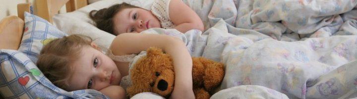 Многие дети не могут или не хотят засыпать днём в детском саду.