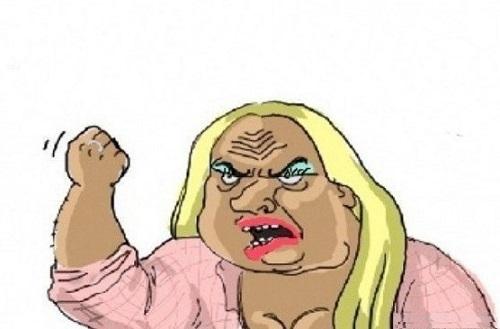 Женщина грозит кулаком