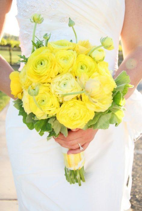 Жёлтый букет невесты
