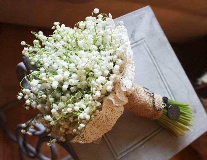 Букет невесты в вязаной салфетке