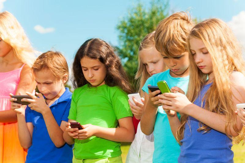 Врага нужно знать в лицо: обзор вредных для детей приложений на смартфон и глупых видео