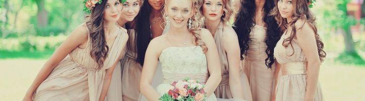 Невеста и шесть подружек невесты в веночках