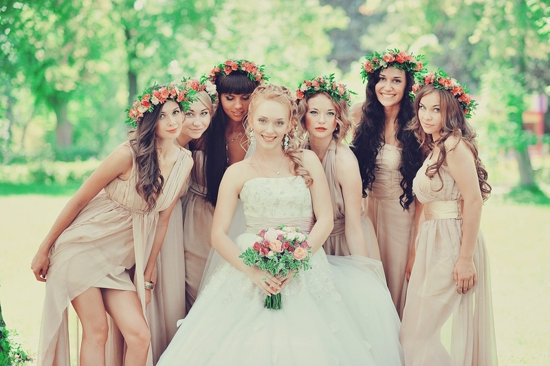 Что подарить подруге на свадьбу: топ традиционных и оригинальных подарков