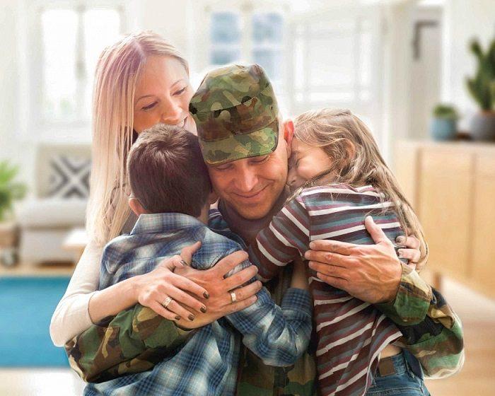 Семья военнослужащего (жена и двое детей школьного возраста)