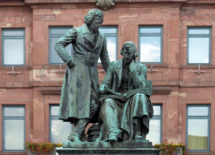 Памятник братьям Гримм в немецком городе Ханау