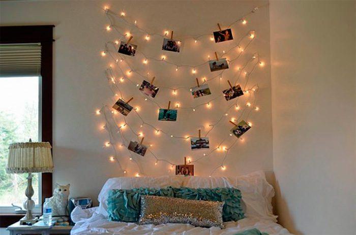Кровать и гирлянда с фотографиями