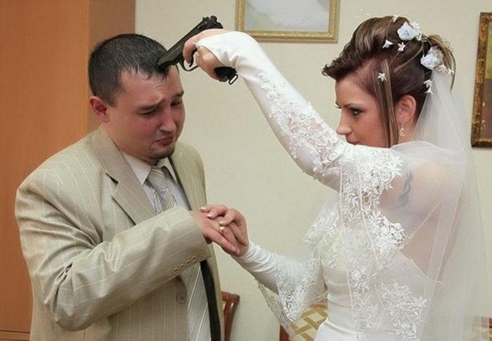 Невеста заставляет жениха сказать «да»