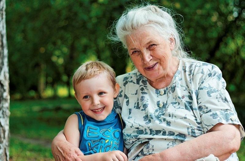 5 типов бабушек, которые портят наших детей, сами не осознавая этого