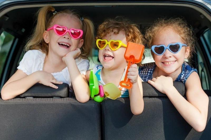 Чем занять ребенка в транспорте: 10 лучших идей