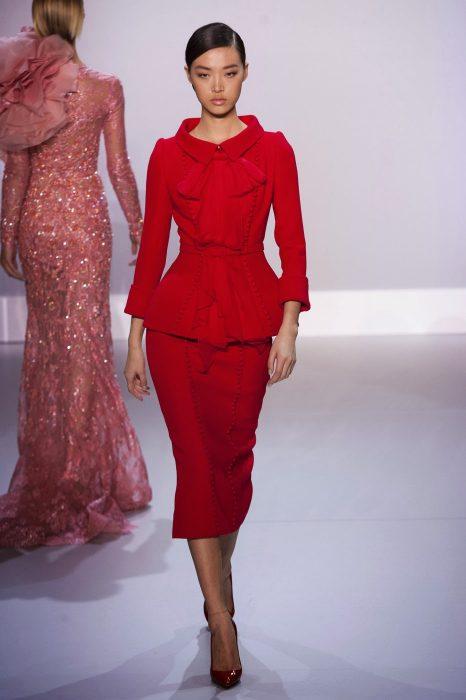 Женский костюм с юбкой