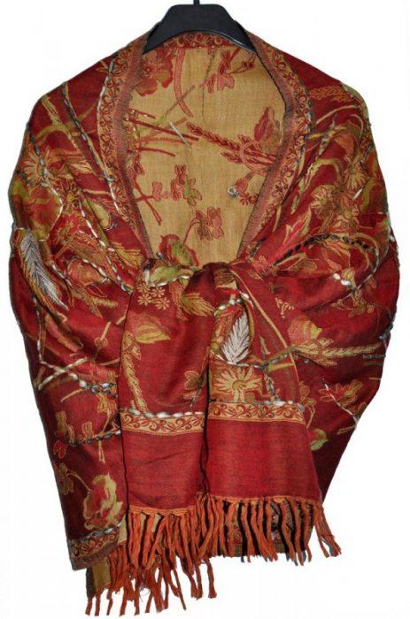 Пашмина с вышивкой