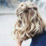Пучок на распущенных волосах