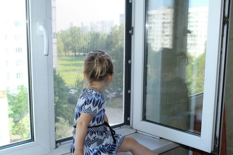 Острый вопрос: кто отвечает за ребёнка, если его не забрали вовремя из садика или школы?