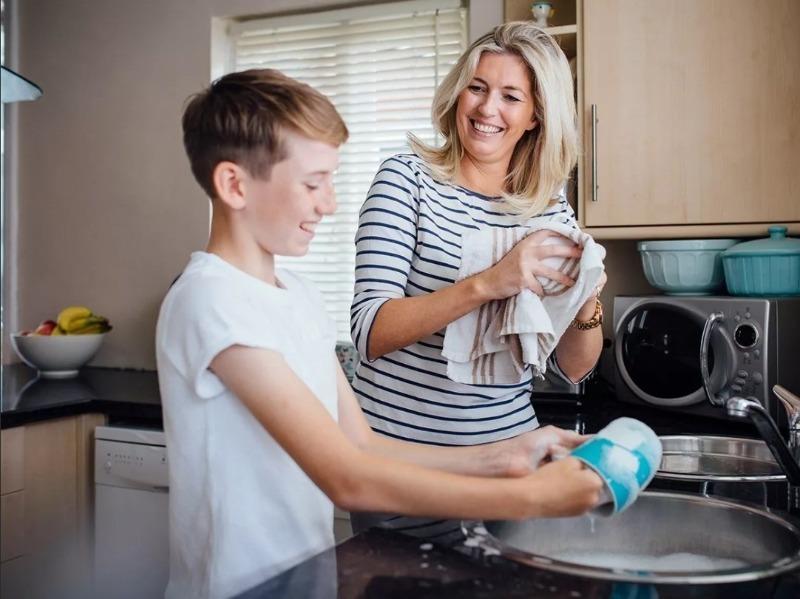 5 советов, которые помогут приучить ребенка к домашнему труду