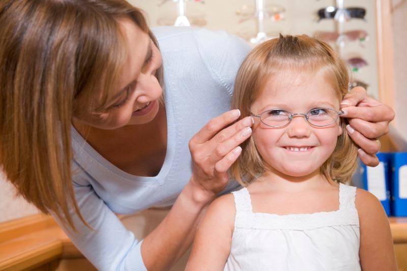 5 родительских заблуждений о детской близорукости, ведущих к еще большим проблемам