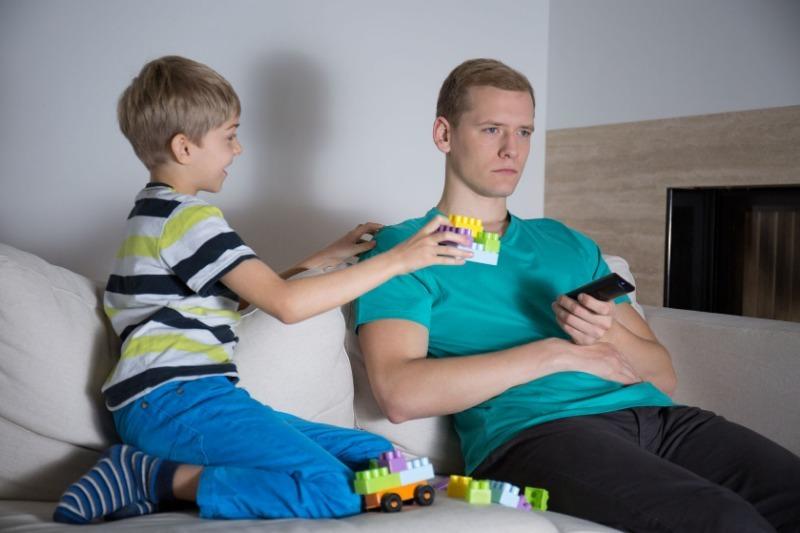 Как определить, что отец слишком мало занимается c ребенком