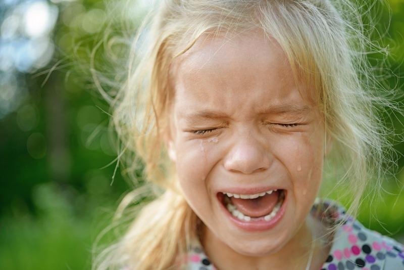 4 ошибочных реакции на слезы малыша, которые делают только хуже
