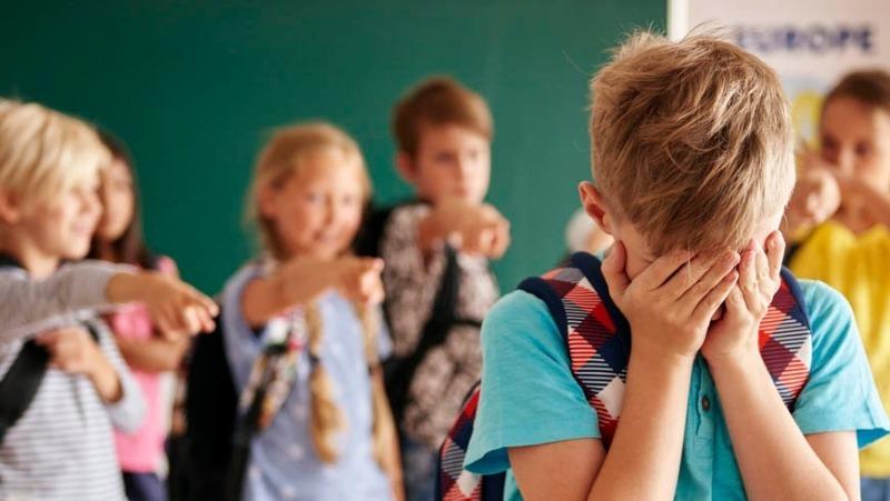 7 ошибок родителей, которые сделают ребенка изгоем в школе