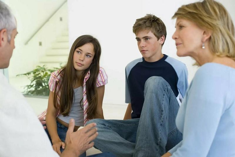 Колючий, как ежик: 6 правил общения с подростком