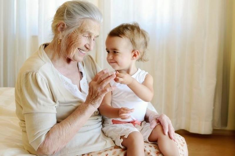 Почему нельзя позволять бабушке баловать внуков
