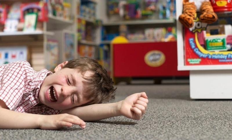 Как я на своем примере поняла, что не нужно помогать родителям, если у их ребенка истерика
