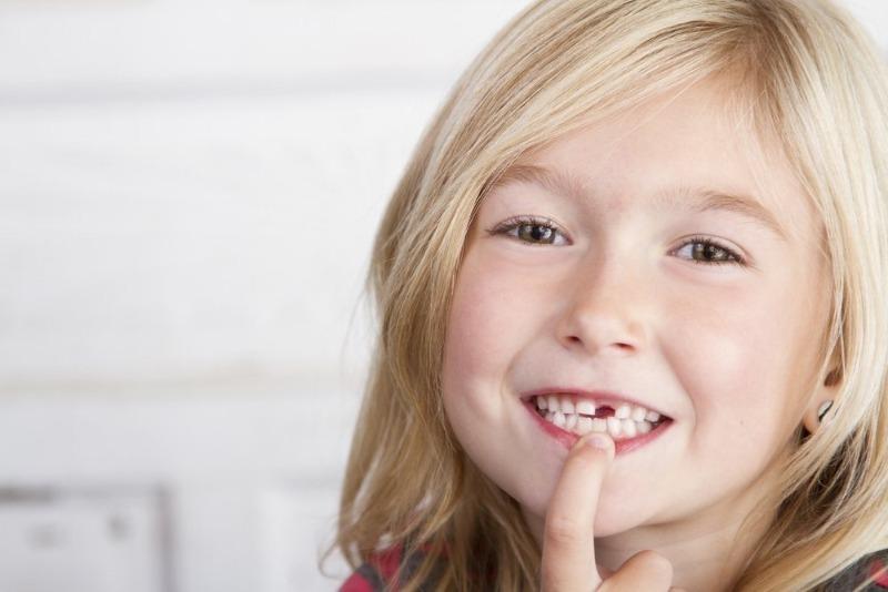 Как поддержать ребенка, у которого выпал зуб