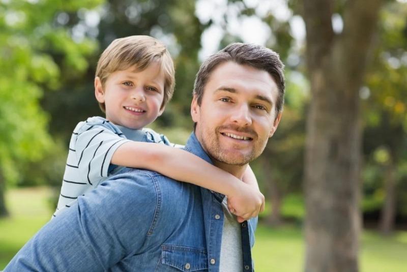 Весь в отца: 9 особенностей, которые ребенок наследует от папы